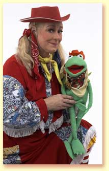 Small picture of Margaret Clauder with a frog puppet.